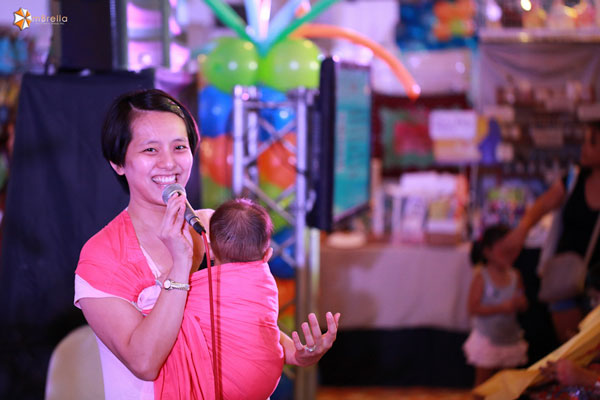 SoMom Jenny Ong giving a talk on babywearing